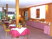 Frühstücksraum mit Frühstücksbuffet