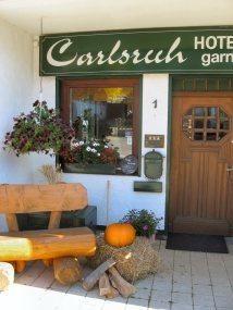 Eingang des Hotel Carlsruh