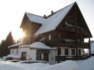 Hotel Carlsruh im Schnee